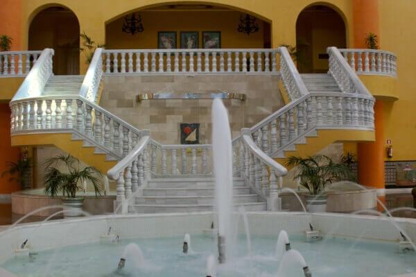 Escalinata Hotel en Marmol Blanco Macael