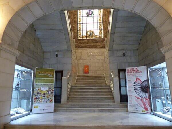 Escalinata Interior Museo Geominero-Marmol Blanco Macael