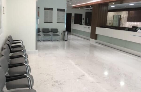 Suelo de marmol volakas en Clinica de Abu Dhabi