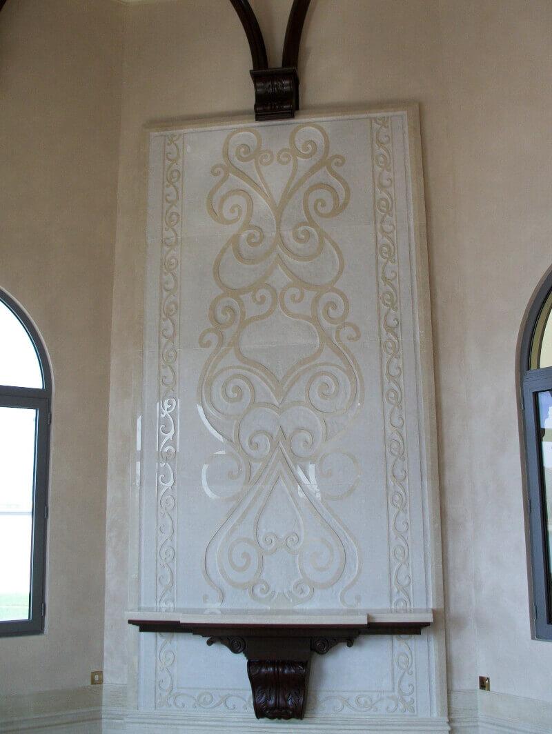 Mural Grabado en Marmol Crema Marfil en Villa Dubai