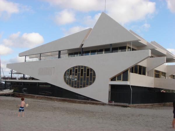 Fachada Edificio Real Club Nautico revestida con Caliza Capri