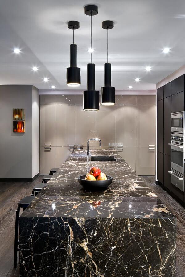 encimera de cocina en marmol negro st laurent tamben llamado nero saint laurent