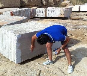 Seleccion de Bloques en Cantera de marmol Serpegeante