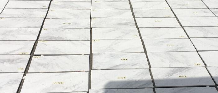 Mostrador y suelo en marmol blanco Polaris, Recepcion oficinas PG AD
