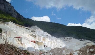 Cantera de marmol blanco Volakas en Grecia