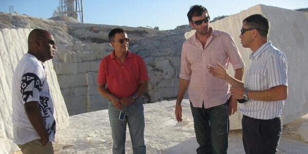Visita de Inspección con Arquitectos de Emiratos a Cantera de Caliza Blanca en España