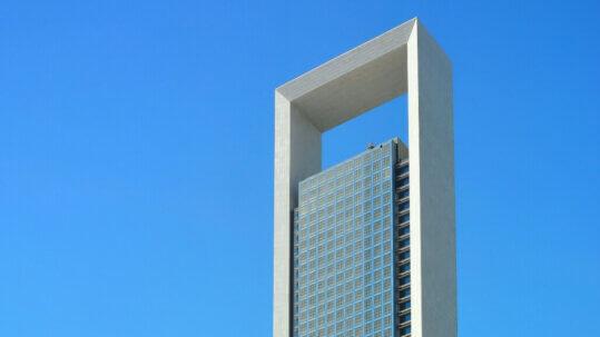 Adnoc Headquarters Abu Dhabi, fachada de piedra natural más alta del mundo