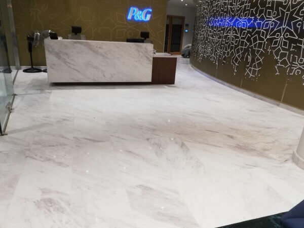 P&G Offices in Dubai. Desk and Floor of white marble (volakas) and negro marquina.